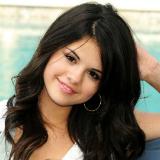 Selena Gomez leren pakje