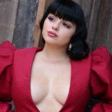 Ariel Winter decollete