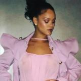 Rihanna roze