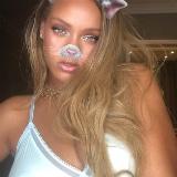 Rihanna boobies bouncen