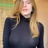 Bella Thorne piercing