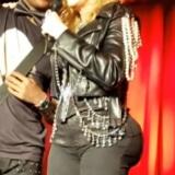 Madonna bil-implantaten