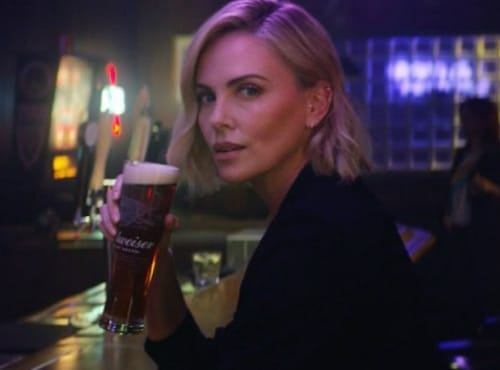 Charlize Theron bier