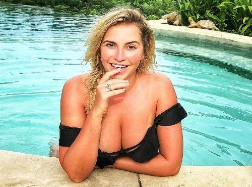 Sensi Lowe boobies