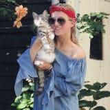 Britt Dekker met kat