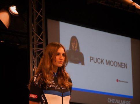 Puck Moonen tijdens de teampresentatie van Chevalmeire