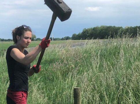Boerin Annemiek hamer
