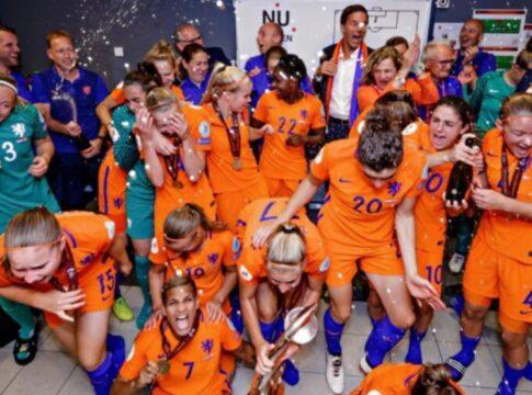 Oranje Leeuwinnen - EK kwalificatie - dansje