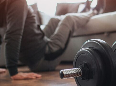 Fitness thuis workout quarantaine home gym sporten