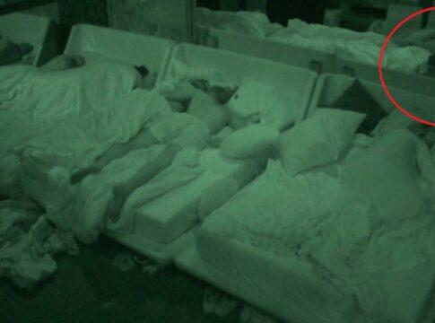 Big Brother nacht slaapzaal slaapkamer duim opsteken