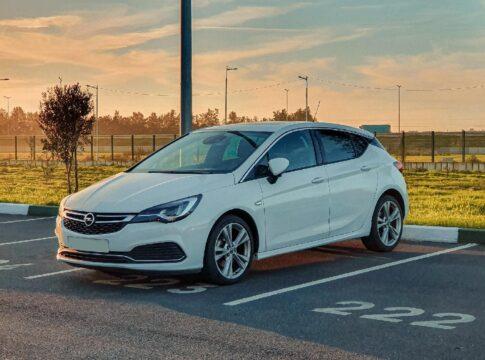 De 5 bestverkochte auto's in Nederland 2020