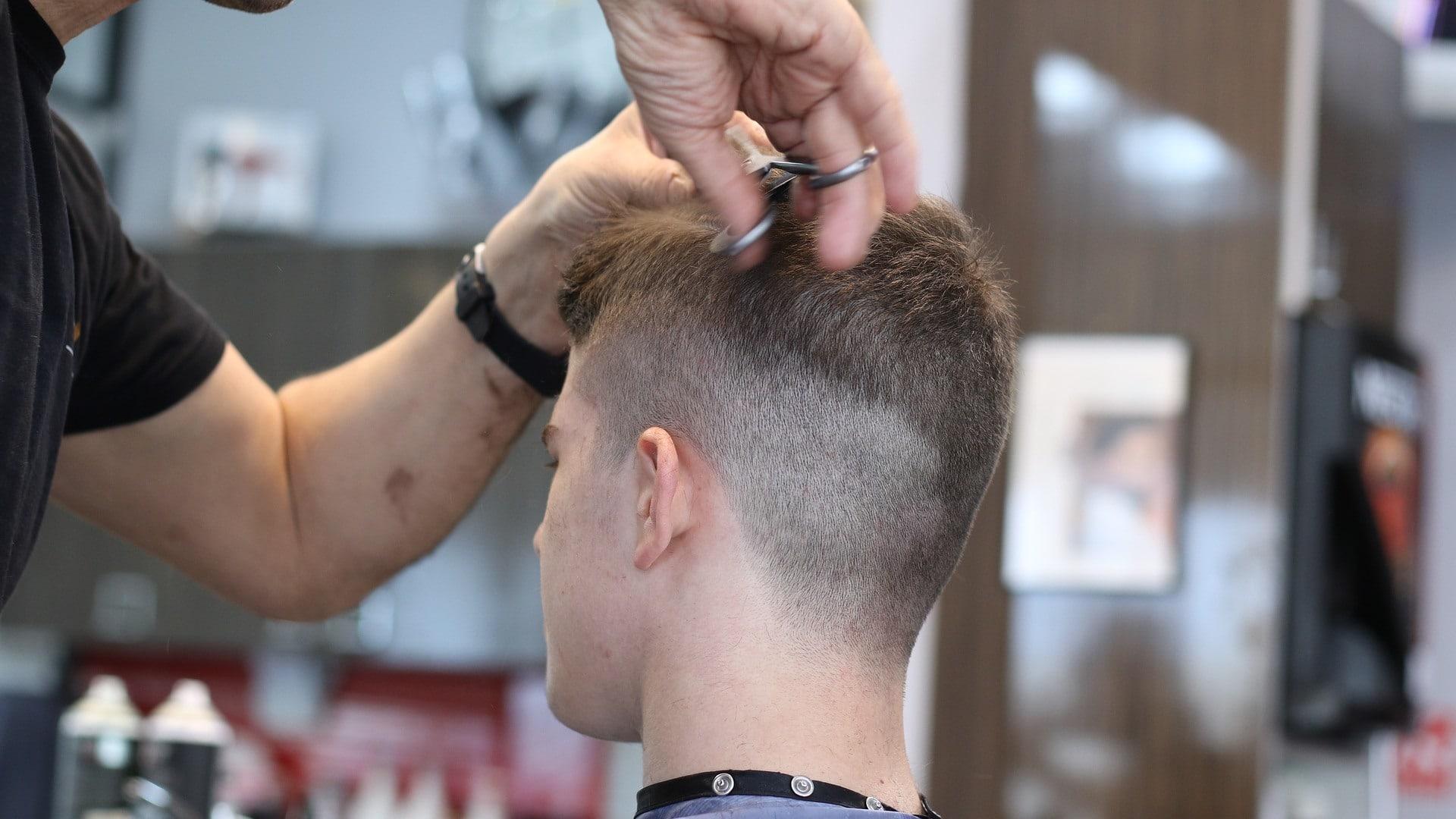 hoe eigen haar knippen man